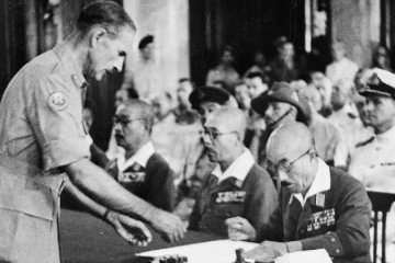 Japanese_Surrender_of_Singapore,_1945_IND4828-800px