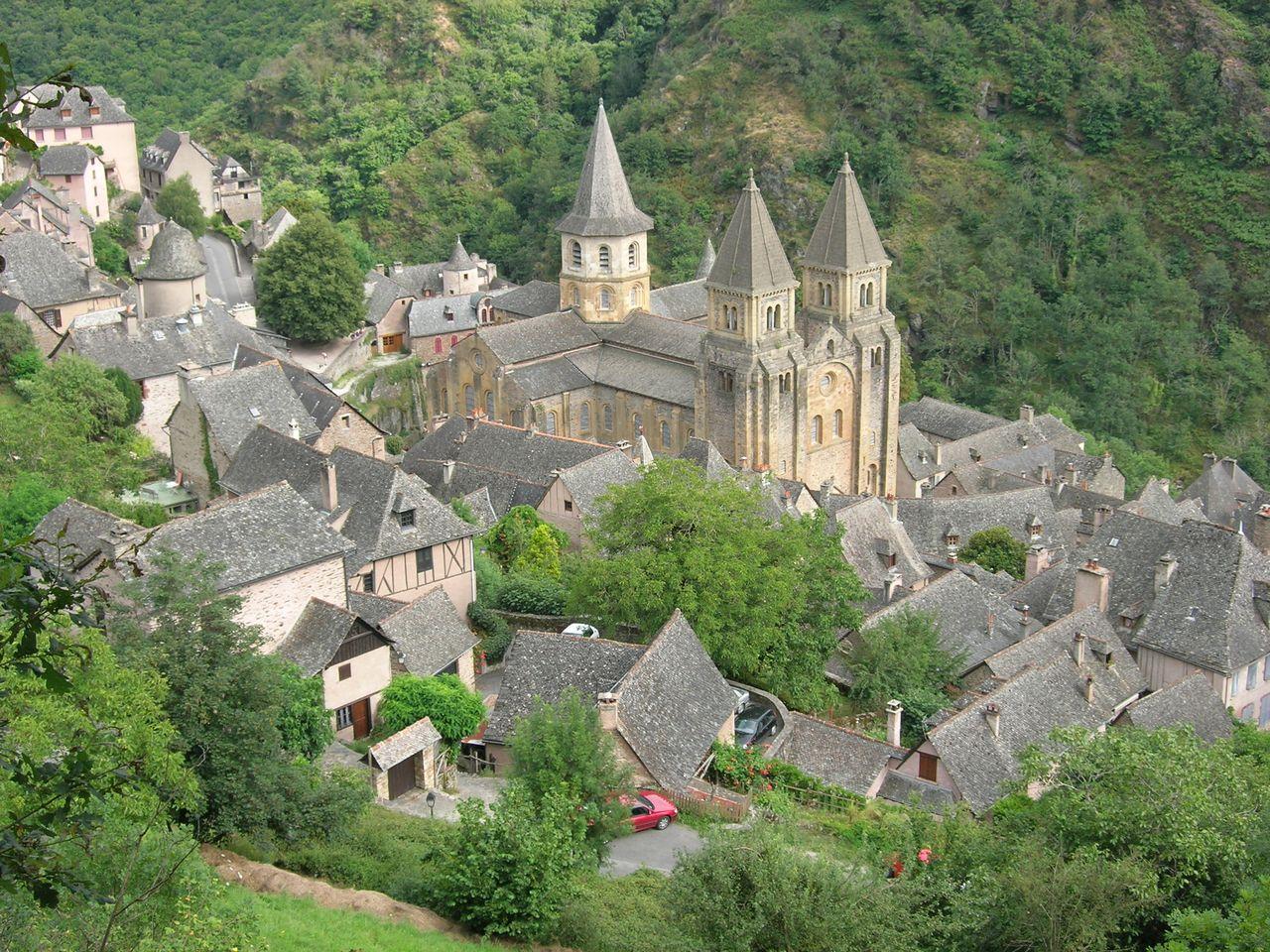 Sainte Foy de Conques, vue de l'église abbatiale.