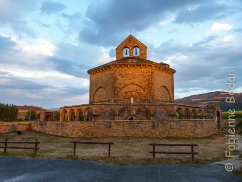 L'albergue casa del ermitano tout proche de l'église Santa Maria de Eunate, un des premiers lieux magiques du chemin espagnol, sur la voie Aragones, à 3 kilomètres du Camino francés. © Fabienne Bodan