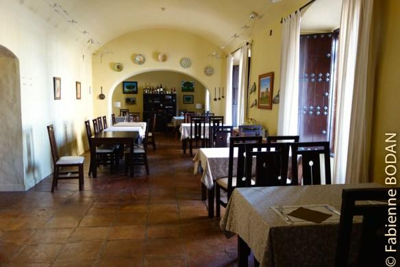 L'albergue propose un menu pèlerin d'excellente qualité, dans un très beau décor. © Fabienne Bodan