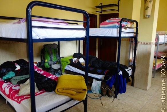 Le dortoir : lits superposés et couvertures fournies. © Fabienne Bodan
