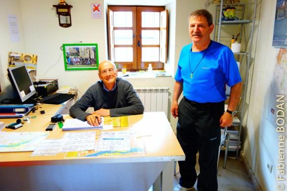 A Zamora, deux hospitaliers bénévoles sont aux petits soins des pèlerins. Ils sont là pour 15 jours, et actifs de 6h du matin à 22h. Un vrai accueil jacquaire, car ils ne comptent ni leur temps ni leur énergie. Merci Marc (de Paris) et son coéquipier espagnol. © Fabienne Bodan