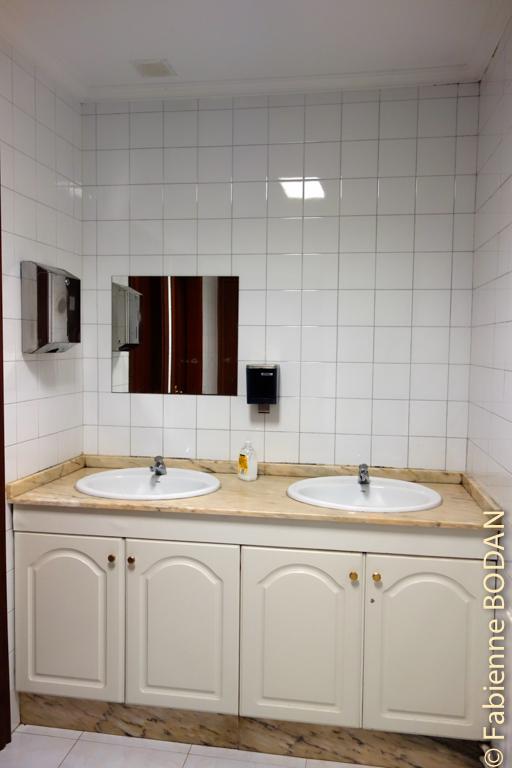 Aux lavabos et aux WCs...© Fabienne Bodan