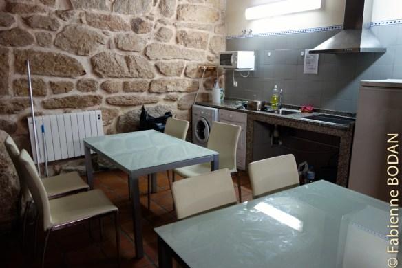 ...juxtaposé à l'espace cuisine-salle à manger...© Fabienne Bodan