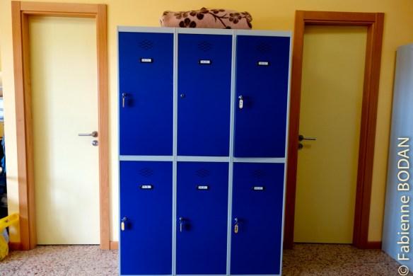 """Les """"lockers"""" à votre disposition, bien pratiques pour y déposer ses quelques effets de valeur et sortir librement dans le village...© Fabienne Bodan"""