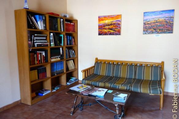 ...avec un premier espace salon-bibliothèque...© Fabienne Bodan