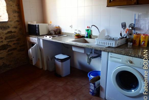 La cuisine, avec machine à laver...© Fabienne Bodan