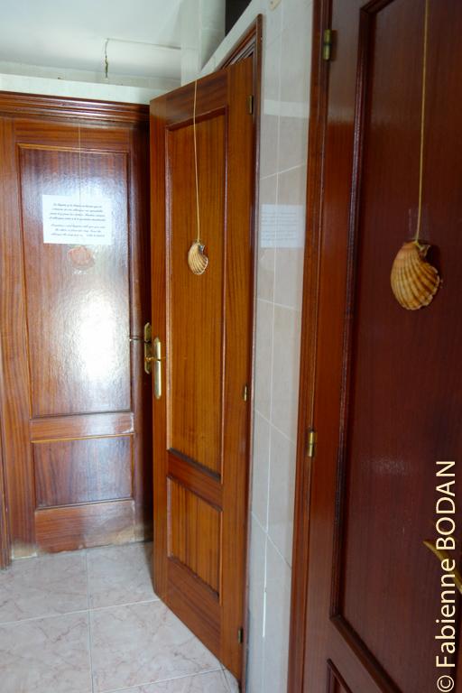 1 salle de bains, 2 WCs/lavabos, au bout du couloir...© Fabienne Bodan
