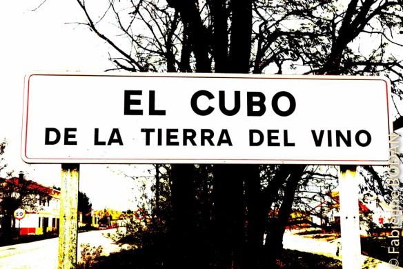 Nous sommes dimanche. Nous arrivons à El Cubo après 20 kilomètres de marche. Mercédes nous accueille dans son auberge privée F & M, et demandera à l'épicerie locale de bien vouloir ouvrir une heure pour que les pèlerins puissent s'approvisionner. © Fabienne Bodan