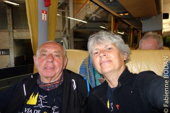Dans le bus qui nous conduit de Saint Jacques de Compostelle à Porto, où nous prendrons l'avion pour Nantes. © Fabienne Bodan