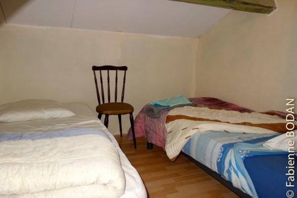 L'une des chambres de l'étage. Si le gîte n'est pas complet, l'on vous installe seul(e) dans une chambre. © Fabienne Bodan