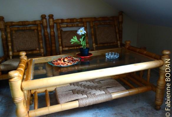 Mini-espace salon dans chambre à 3 lits © Fabienne Bodan