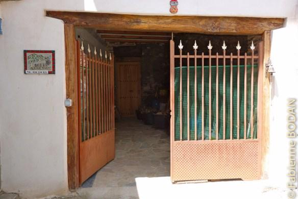 L'entrée extérieure. Albergue privado A Casa de Solaina, de A Rua (Camino del Invierno) © Fabienne Bodan