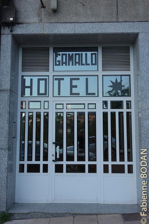 Entrée de l'hostal. Hostal/Restaurante Gamallo à Chantada, Camino del Invierno / Chemin de l'hiver © Fabienne Bodan