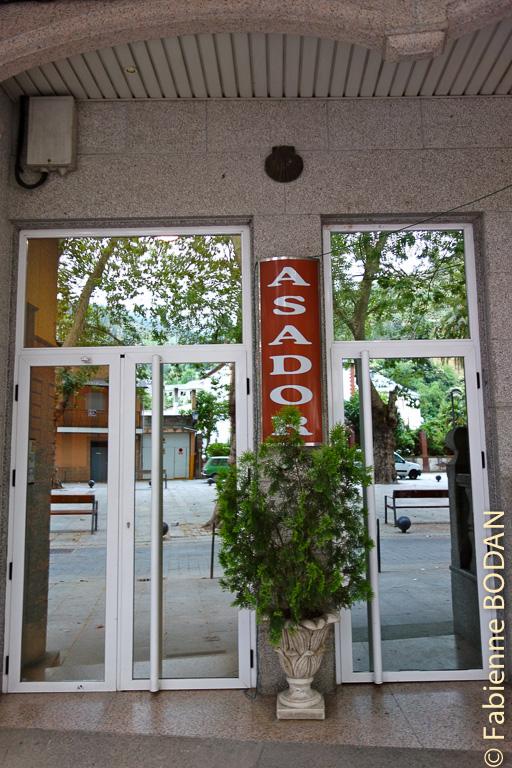 L'entrée de l'hôtel, qui jouxte un restaurant et un bar © Fabienne Bodan