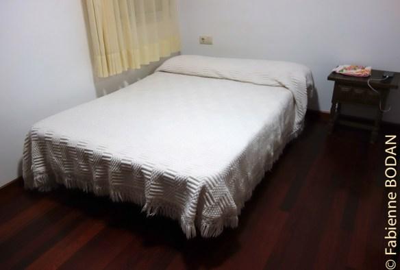 Chambre avec grand lit. Pension-restaurante Rios à Ponte Ulla, Camino del Invierno © Fabienne Bodan
