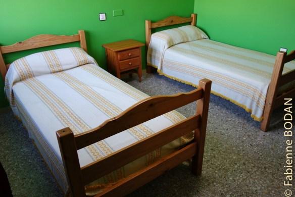 Chambres à 2 lits...pour 10 euros la nuitée par personne. Albergue municipal de Quiroga, Camino del Invierno © Fabienne Bodan