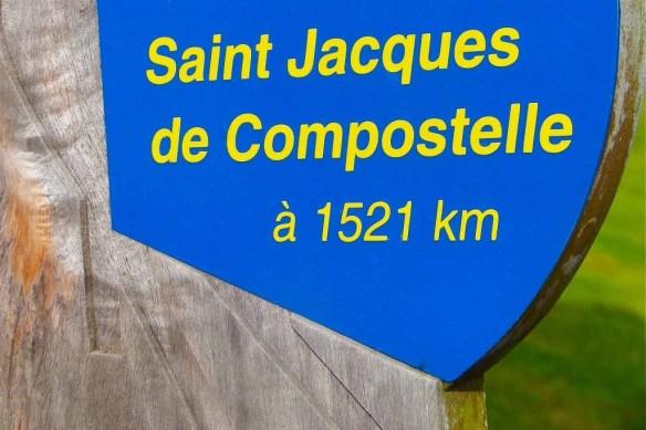 1511, 1521 voire 1698...les trois premiers panneaux indiquent des distances un peu fantaisistes. Mais qu'importe une centaine de kilomètres supplémentaires au bout d'un si long chemin ? © Fabienne Bodan