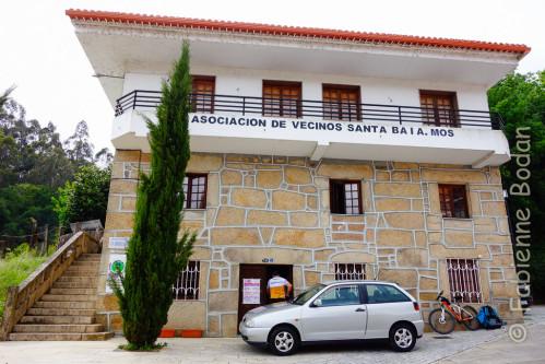 Ici, l'albergue est tenue par les habitants du village (vecinos = voisins). On récupère la clé au restaurant juste en face. © Fabienne Bodan