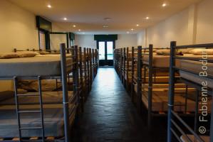 Les numéros de lits sont attribués en fonction de l'ordre d'arrivée des pèlerins. Vous devez compter sur la chance si vous souhaitez un lit bas (ou haut). © Fabienne Bodan