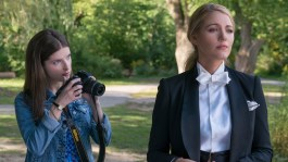 """Anna Kendrick as """"Stephanie"""" and Blake Lively as 'Emily' in A SIMPLE FAVOR. Photo by Peter Iovino."""