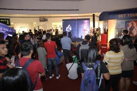 Fans-watch-singapore-fan-event-livestream