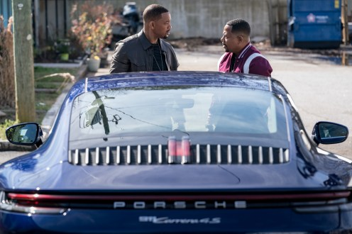 Marcus Burnett (MARTIN LAWRENCE) and Mike Lowrey (WILL SMITH argue on how they will enter the building in Columbia Pictures' BAD BOYS FOR LIFE.