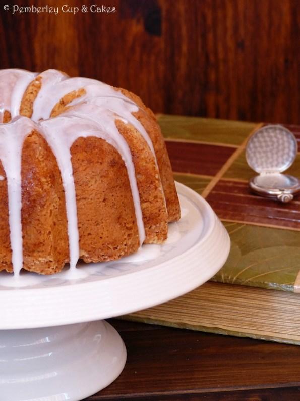 Vanilla Bean & Sour Cream Bundt Cake {Bizcocho de Vainilla}