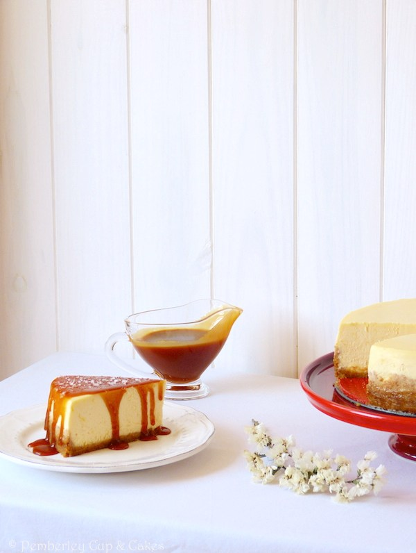 NY Cheesecake with Salted Caramel Sauce {Tarta de Queso con Caramelo}