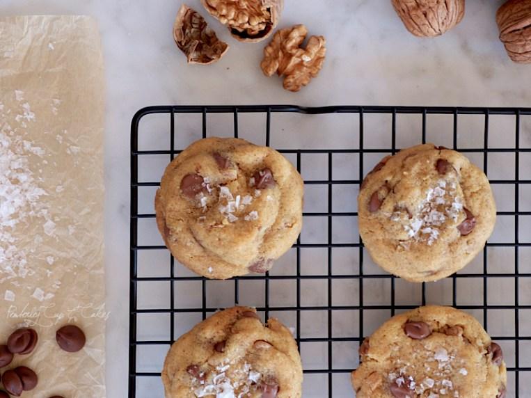 Salted Brown Butter Chocolate Chip Cookies (Galletas con chips de chocolate, mantequilla tostada y sal marina)