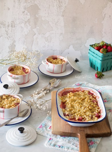 Strawberry Rhubarb Crumble (Crumble de ruibarbo y fresas)