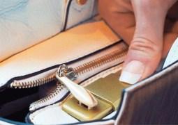 Parmak iziyle açılan akıllı çanta