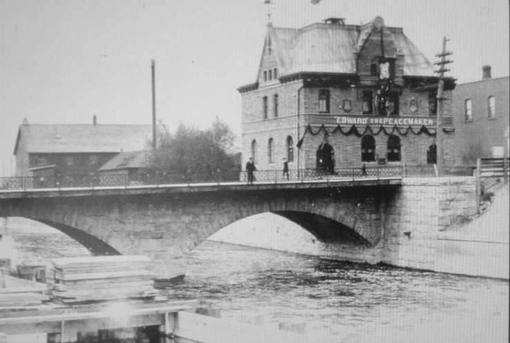 Early 1900s Pembroke Post Office (now City Hall) and old bridge