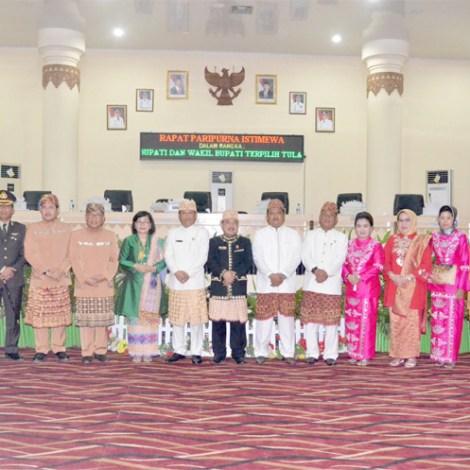 Photo bersama anggota dewan,didampingi,bupati dan wakil bupati dan kapolres tulang bawang.