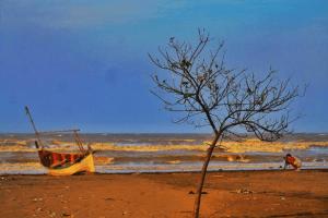 Keindahan Pantai Pakis