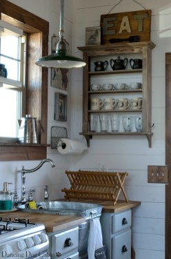 Such a charming farmhouse rustic vibe!