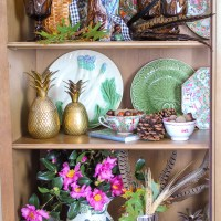 How to Style Majolica Displays