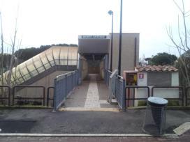 Ingresso della stazione (unicamente a sud della Tangenziale).