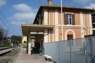 La stazione, nell'insieme abbastanza a posto.