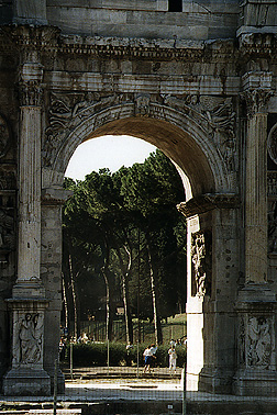 https://i1.wp.com/penelope.uchicago.edu/Thayer/Images/Gazetteer/Places/Europe/Italy/Lazio/Roma/Rome/Arch_of_Constantine/N/center_arch/1.jpg