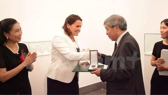 penerjemah vietnam raih penghargaan