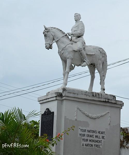Leon Kilat in Carcar Statue