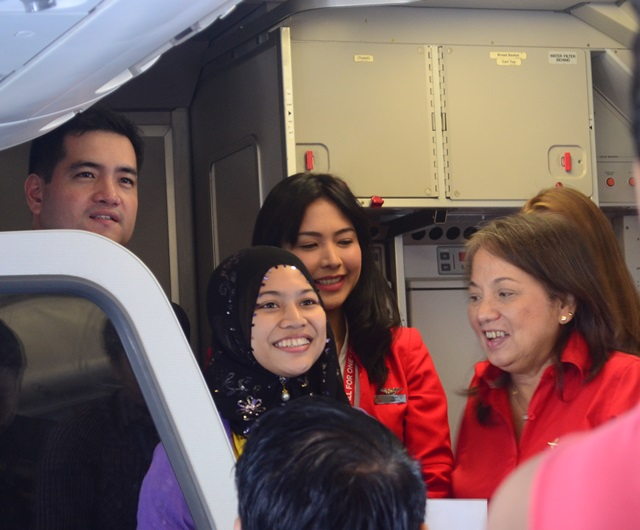 lucky passengers wins freebies from air asia