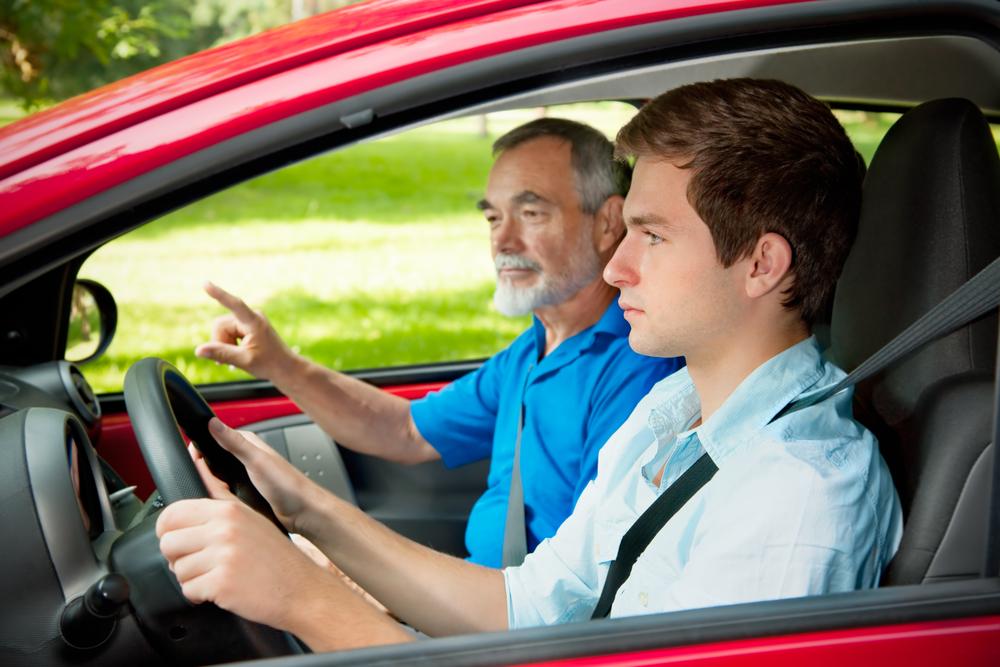 Lakukan Ini Saat Sedang Latihan Menyetir Mobil di Jalan Umum