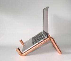 Unik, Pipa Saluran Air Bisa Dijadikan Meja Laptop!