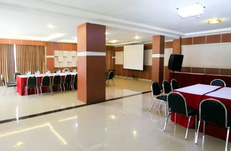 Meeting room Castle YNO Hotel Kepanjen (sumber: booking.com)