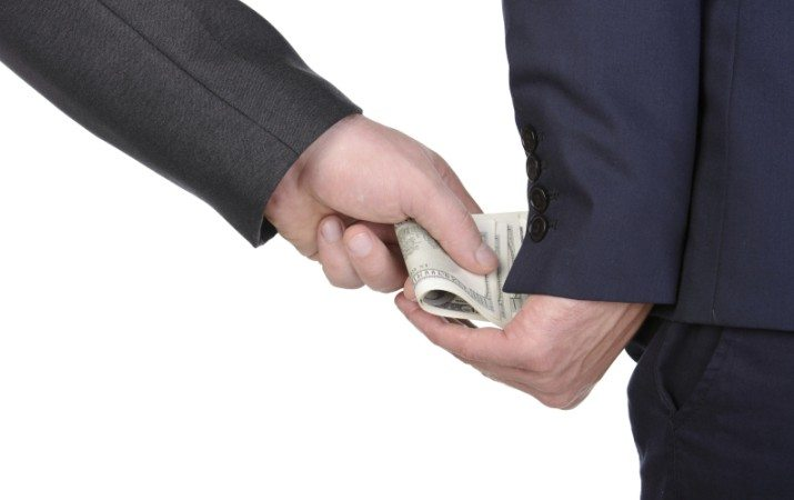 uang calo dan suap