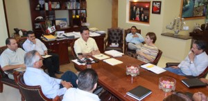 En reunión con el gobernador Narciso Agúndez, dirigentes sindicales de la UABCS reconocieron la gestión de recursos para garantizar la estabilidad de la Máxima Casa de Estudios. Presentes los secretarios de Finanzas y General de Gobierno, José Antonio Ramírez Gómez y Luis Armando Díaz.