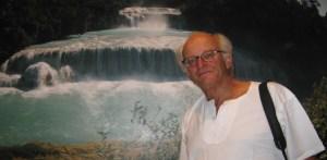 """La razón por la cual esta muestra está dedicada al agua es porque este elemento """"representa movimiento, siempre está en movimiento"""", explica Bob."""