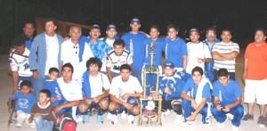 """Camulo copa, no se conformó con el título de liga, también se llevó el de Campeón de Campeones, venciendo 3-0 a Tapicería Pardos, en la Liga de Futbol """"Martín Mendoza""""."""